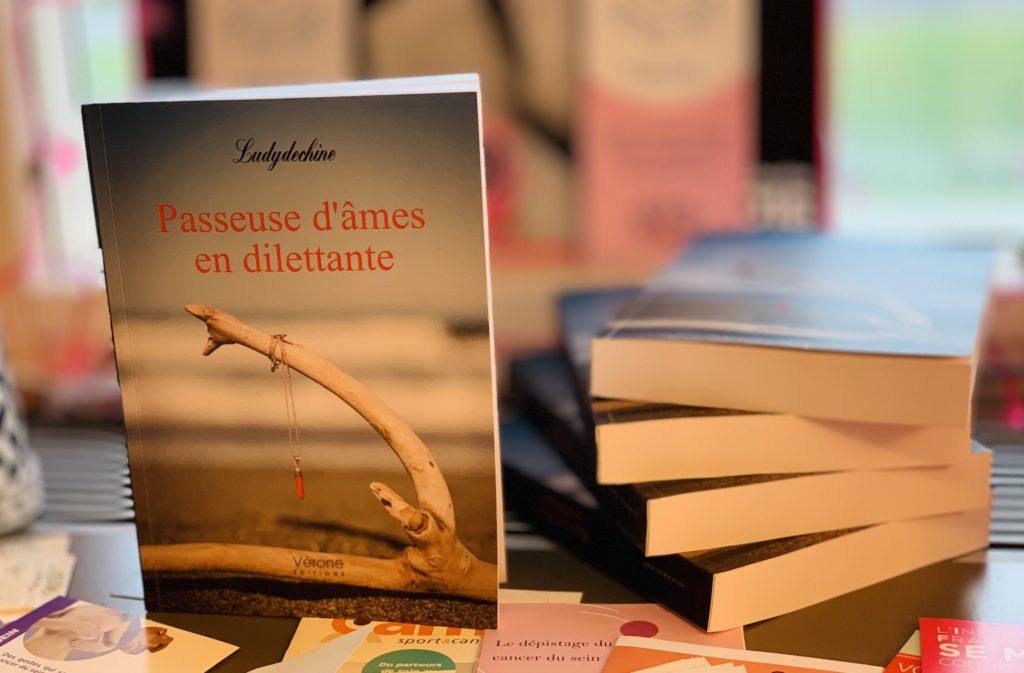 Passeuse d'âmes en dilettante, ¡Una primera novela excepcional!